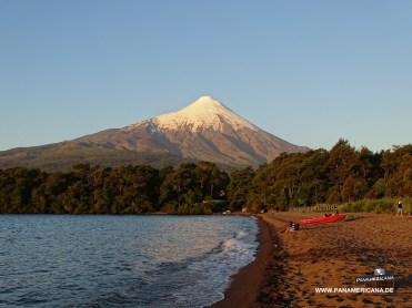 Der Osorno vom Strand von Ensenada