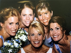 The sisters huddle around Barbara for a wedding photo.