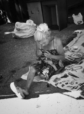 6.7.2017. O izgledu se vodi racuna cak i kada si na poslu - stari buvljak. - Foto: Tamara Mićanović