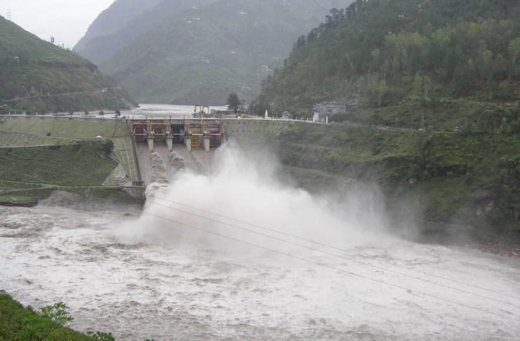 ब्यास नदी का जलस्तर बढ़ा पंडोह डैम से किसी भी समय छोड़ा जा सकता है पानी