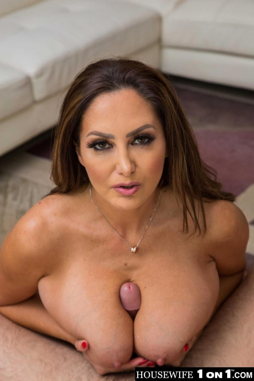 Ava Addams Horny Housewife 1 on 1 (gallery)