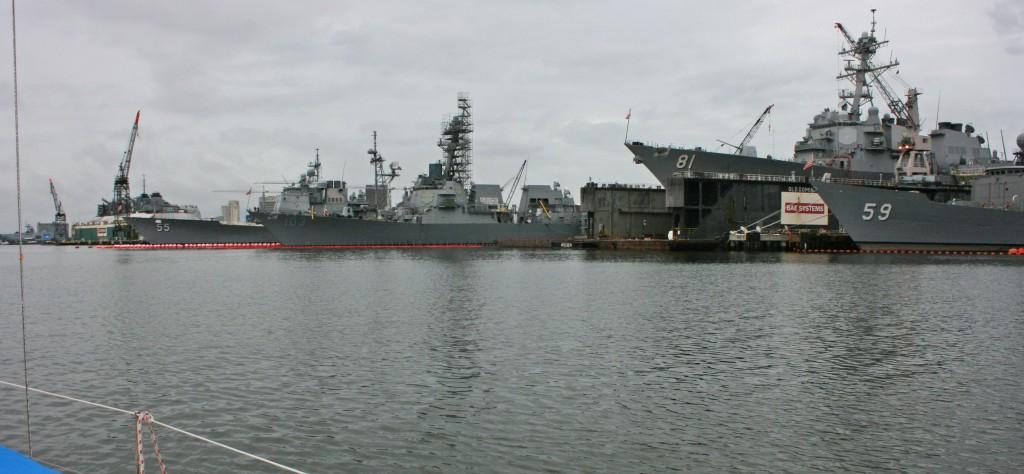 Norfolk est aussi la plus grande base aéronavale au monde : nous sommes cernés par les porte-avions nucléaires