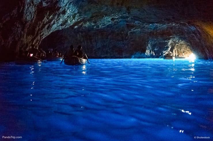 مغارة زرقاء أو جروتا أزورا ، كابري ، جنوب إيطاليا