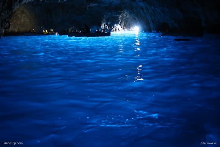 مغارة زرقاء أو جروتا أزورا ، إيطاليا