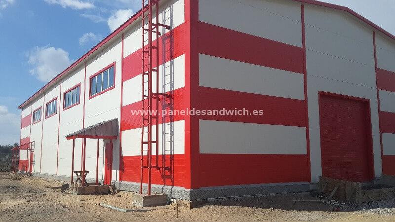 Ahorra en la construcción de naves industriales con Panel Sandwich Fachada de Tornillería Vista