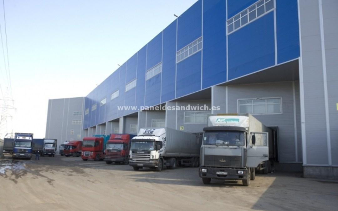 Un centro logístico, protegido y barato gracias al bajo precio del Panel Sandwich Fachada