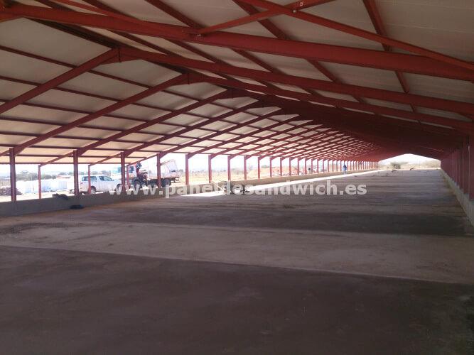 Ahorro y resistencia en la cubierta para tejados con chapa sandwich de Agropanel