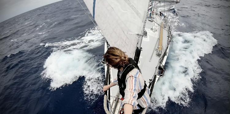 Sailing to Hawaii