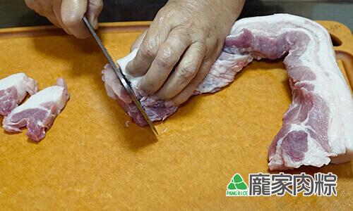 75-03肉粽大塊豬肉切法 由外向內切下