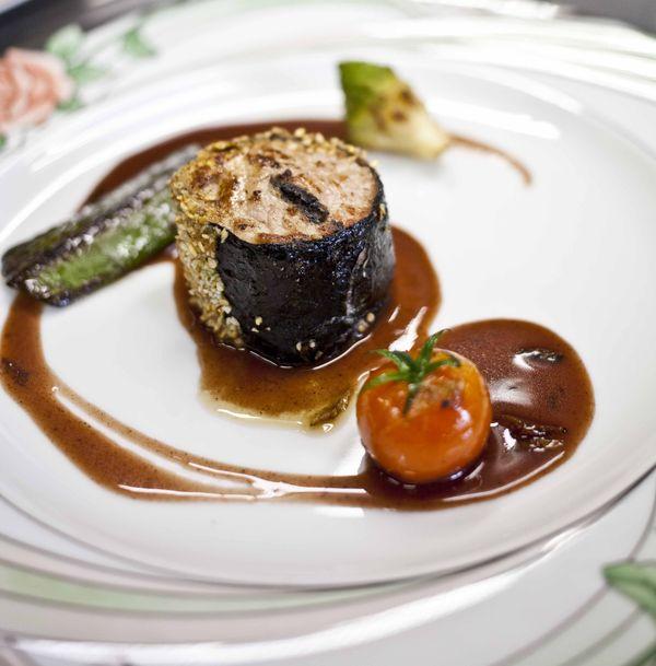 Sarlat_ du foie gras et des truffes, what else_ Longe de veau truffée comme un maki 21