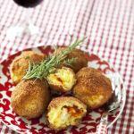 Arrancini au fromage et au coulis de tomates