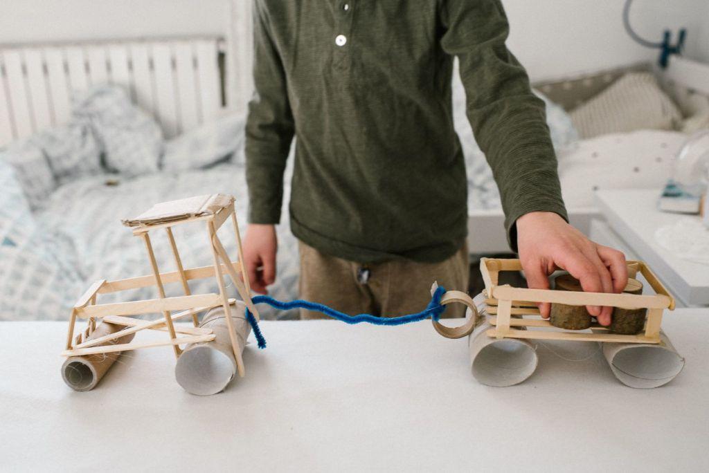 co robić z dziećmi w domu pomysły prace plastyczne