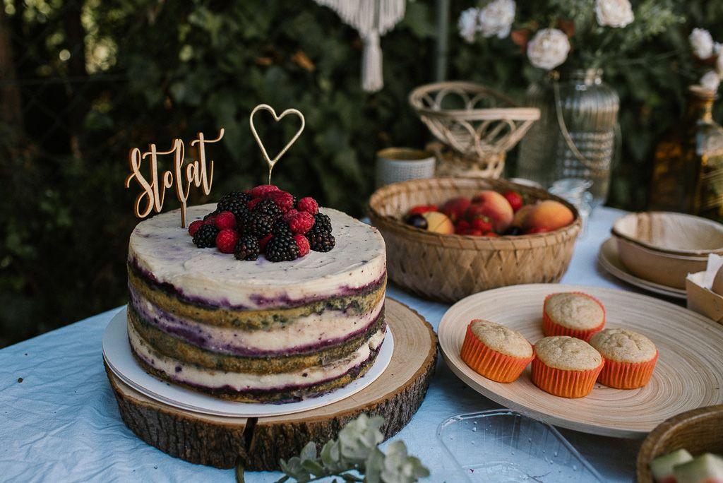 Naked cake na urodziny