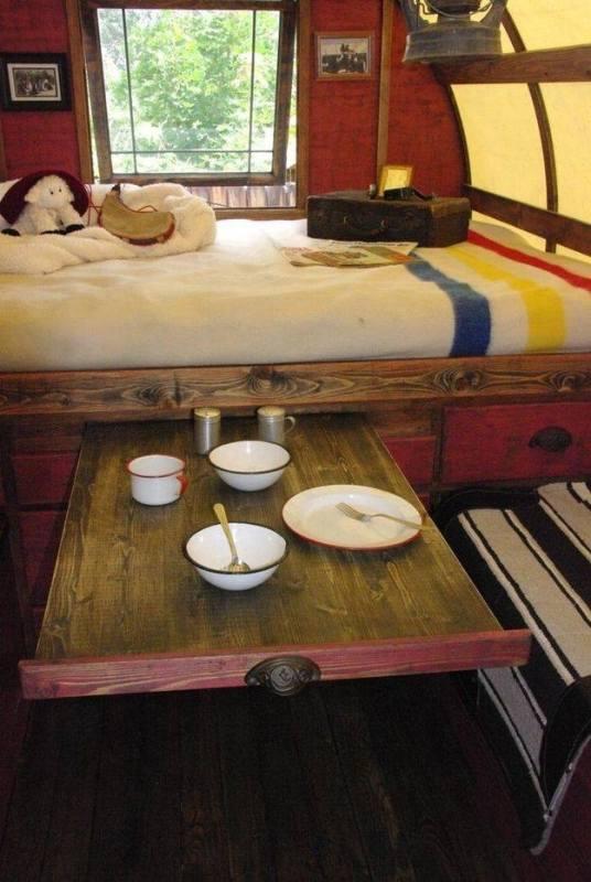 Bordskiva under säng