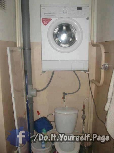 Tvättmaskin över toaletten om man bor trångt