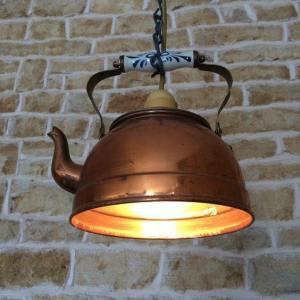 Kopparkanna förvandlas till en lampa
