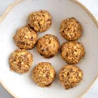 No Bake Oatmeal Peanut Butter Energy Bites