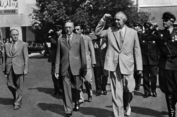 Adil Çarçani, Mehmet Shehu, Kadri Hazbiu dhe Enver Hoxha te Shkolla e Bashkuar