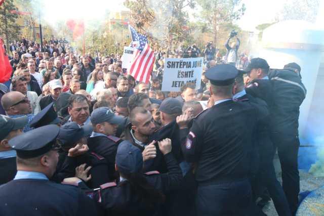 Protesta-Unaza e Re-Bashkia1