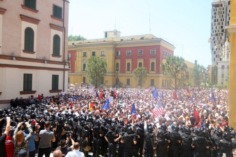 protest teatri
