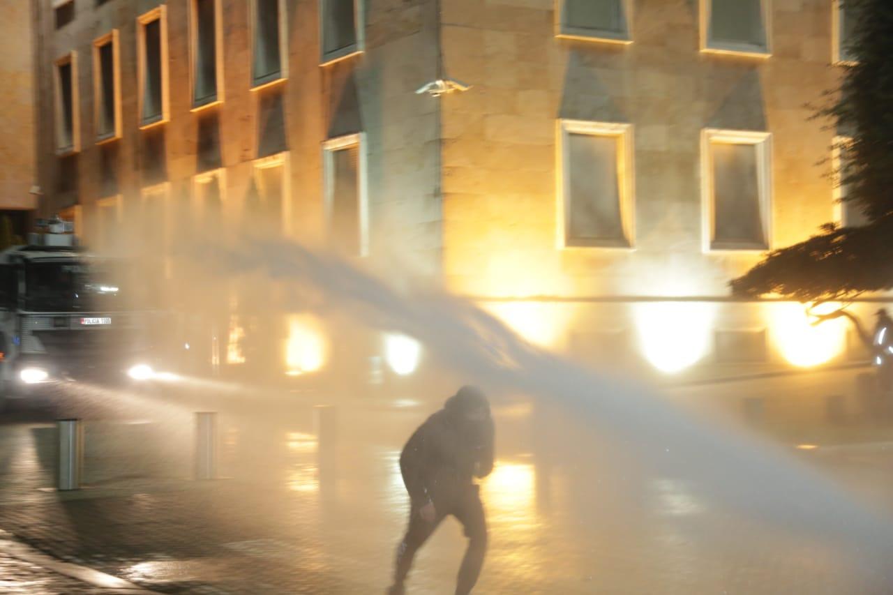 Protesta-Dhuna-Klodian-Rasha-gaz-lotsjelles-tym-policia-sulmi-shkaterrimi (1)
