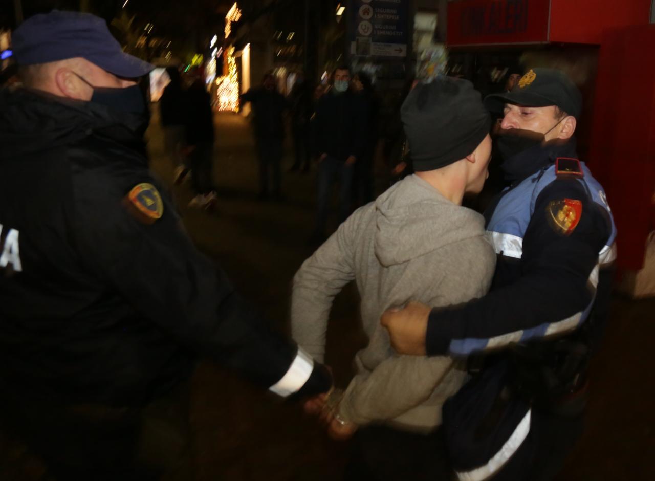 Protesta-Dhuna-Klodian-Rasha-gaz-lotsjelles-tym-policia-sulmi-shkaterrimi (24)