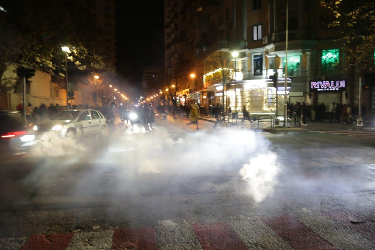 Protesta-Dhuna-Klodian-Rasha-gaz-lotsjelles-tym-policia-sulmi-shkaterrimi (33)