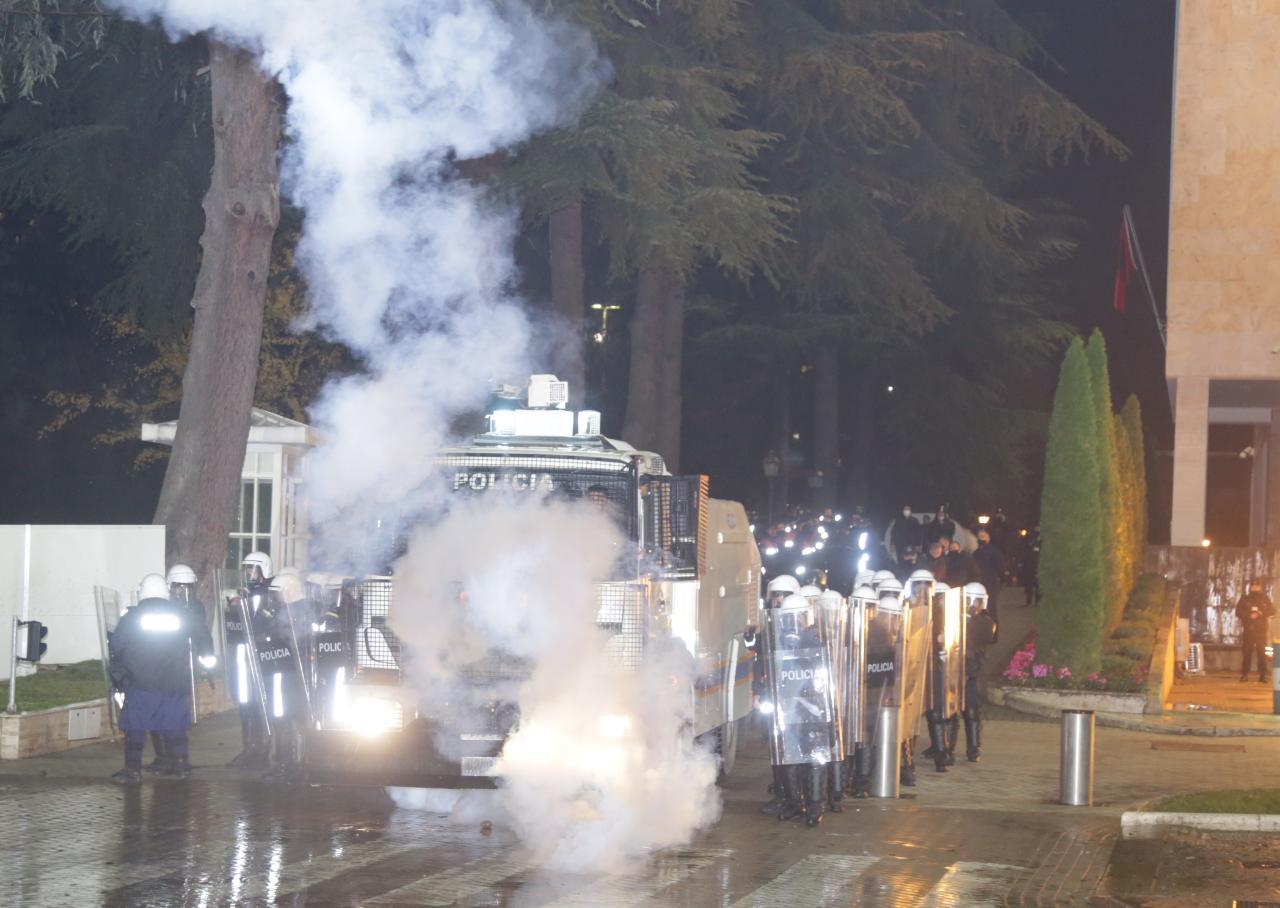 Protesta-Dhuna-Klodian-Rasha-gaz-lotsjelles-tym-policia-sulmi-shkaterrimi (5)