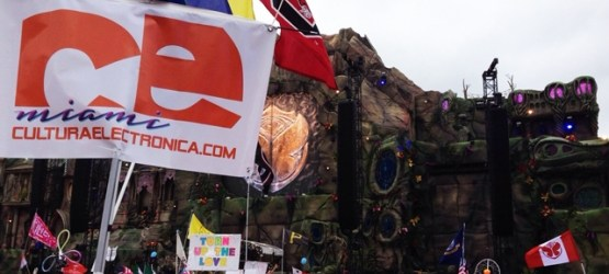 TOMORROWWORLD SI PERMITIRA SELFIE STICKS, TÓTEMS Y MÁS