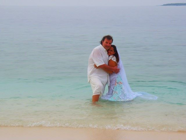 Matrimonio Simbolico Alle Maldive : Gianni pontillo e deborah matrimonio subacqueo alle maldive