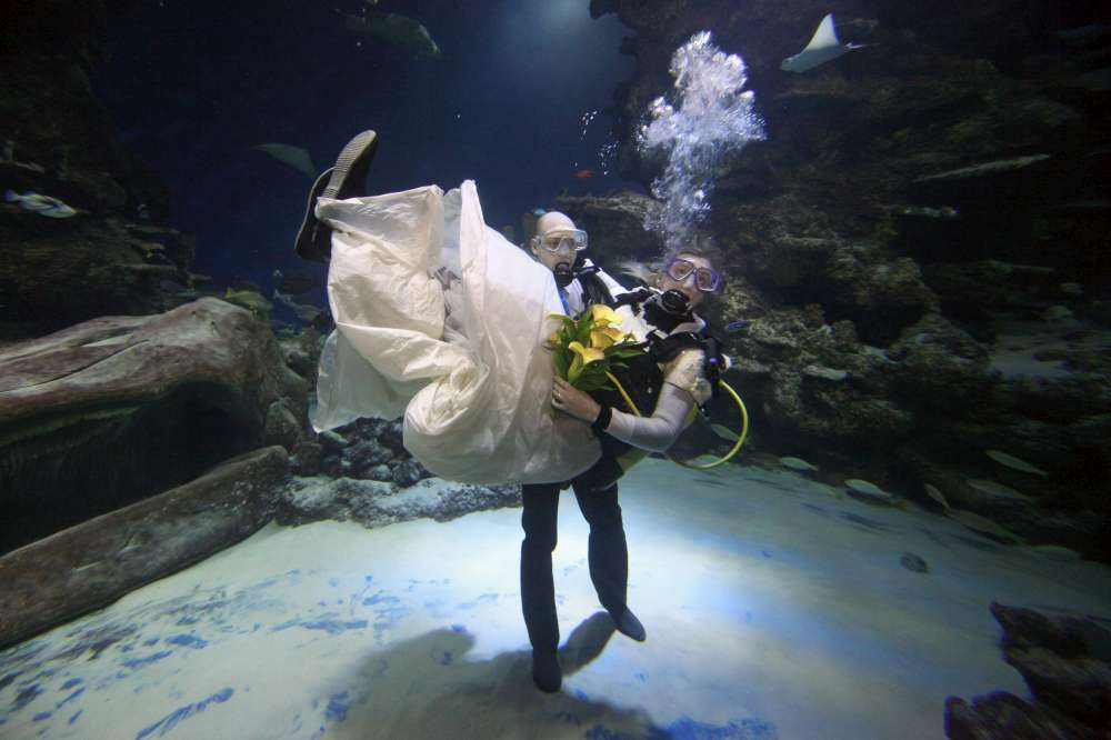 Underwater wedding3-1000