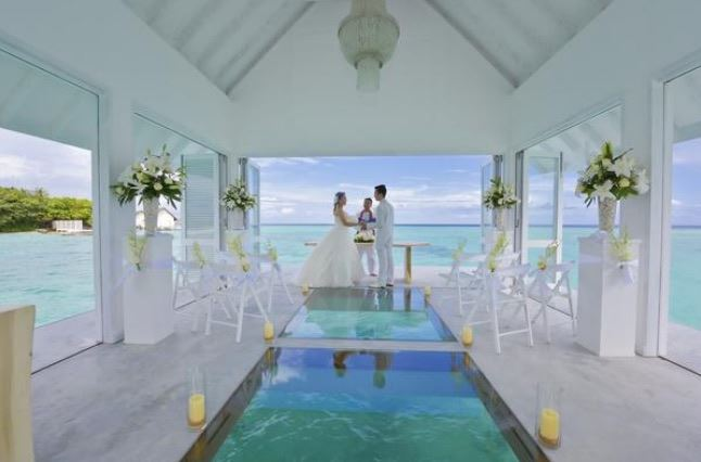 Matrimonio alle Maldive sull'Oceano. Photo courtesy: Four Seasons