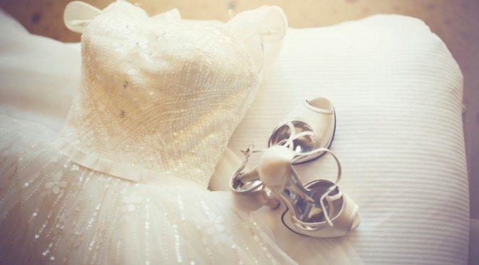 Il regalo della suocera, l'abito da sposa