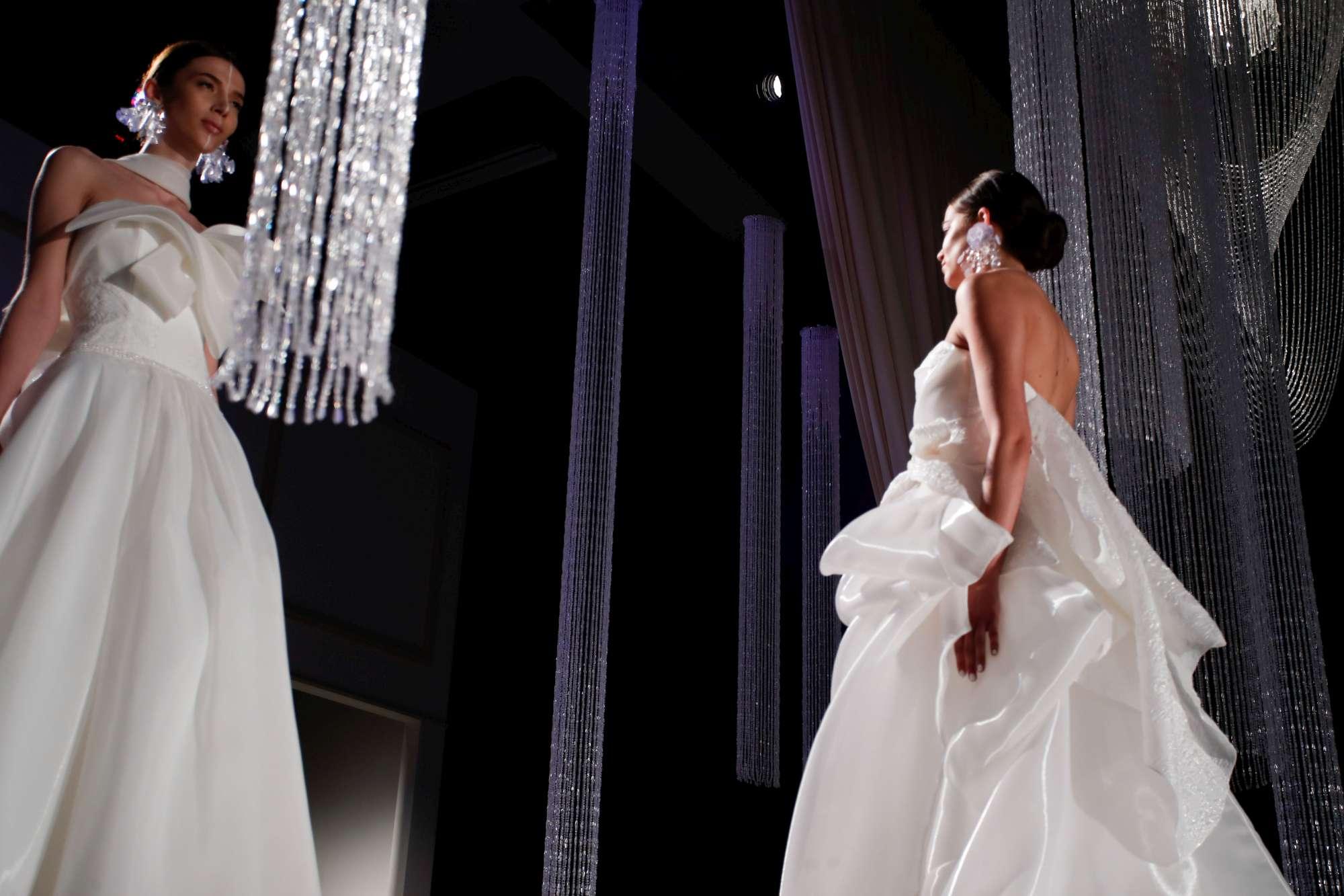 Sì Sposaitalia collezioni, la sfilata dei modelli di Elisabetta Polignano nel 2017