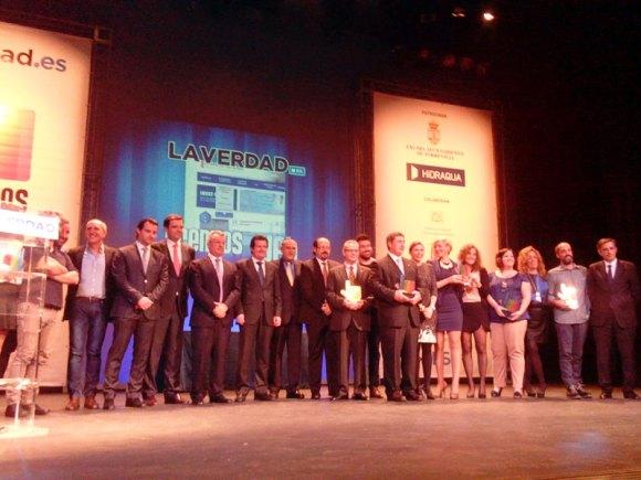 Foto de todos los ganadores, el jurado y otros que no se quienes son