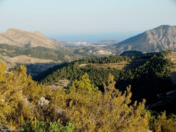 Mediterráneo e isla de Benidorm al fondo
