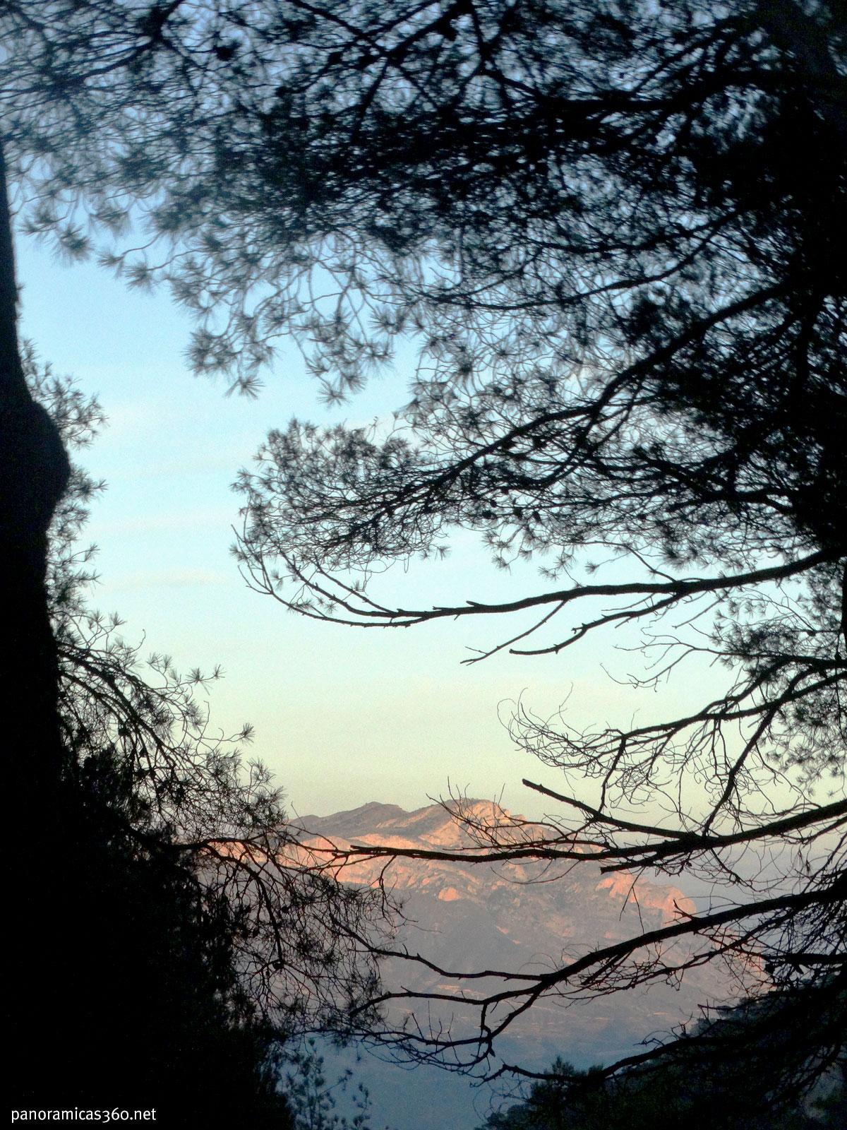 La Peña del Mitjorn desde la cresta este del Maigmó