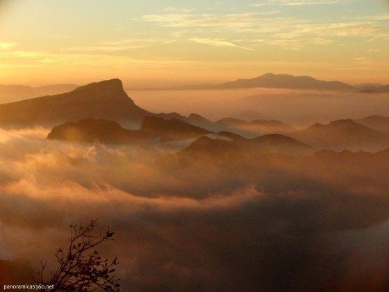 Mar de nubes en la sierra del Cid