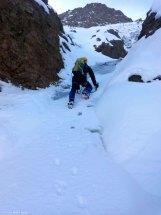 Primeros resaltes de hielo cortos y fáciles en el barranco del Diablo de Sierra Nevada