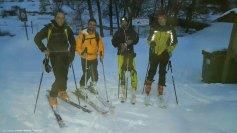De izquierda a derecha: yo, Javi, Roy y Anaya en la font de l'Arbre con esquís