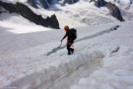 Cruzando una grieta en el glaciar