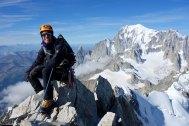 Cumbre del Aiguille du Rochefort. Mont Blanc al fondo