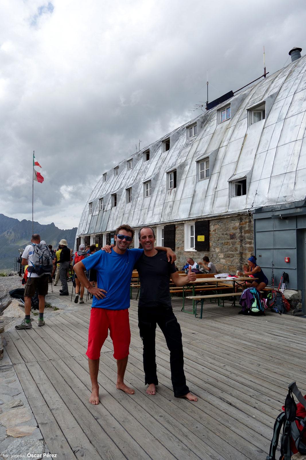 Óscar y yo en el refugio Vittorio Emanuele después de subir al Gran Paradiso