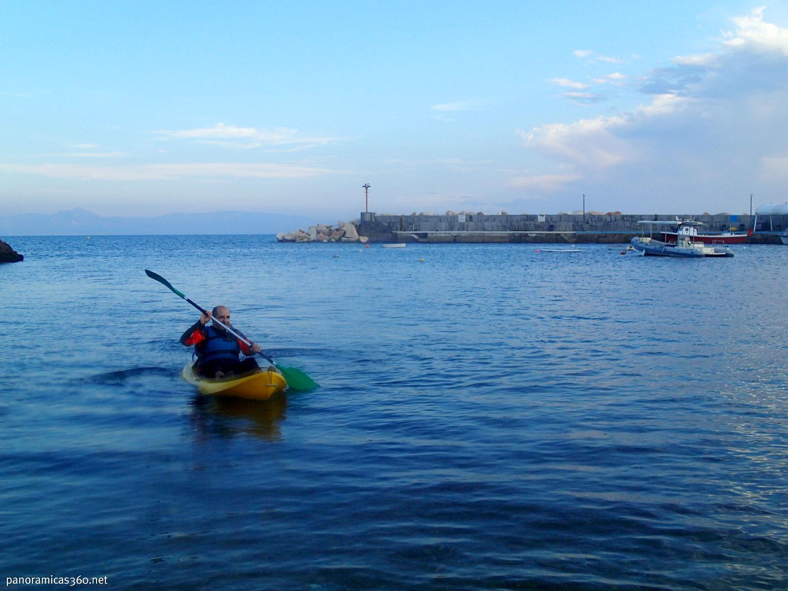 Isidoro entrando en el puerto de Tabarca