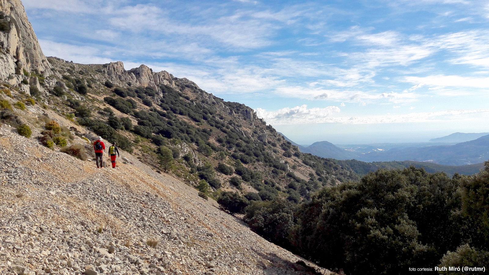 Senderismo en la sierra Serrella