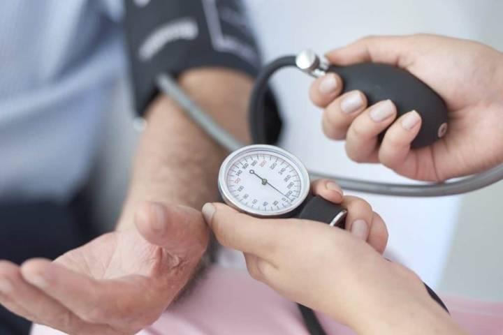 Raisons de faible pression et traitement chez les personnes âgées