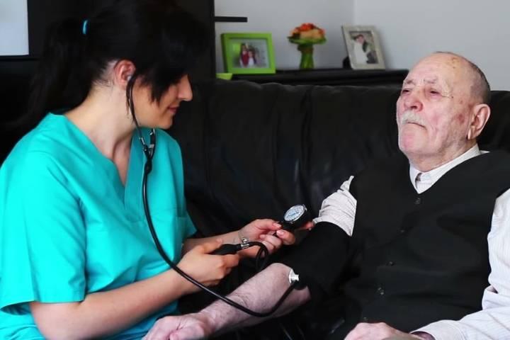 Basse pression chez une personne âgée
