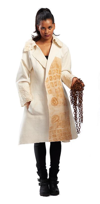 Mantel mit Rostfärbung
