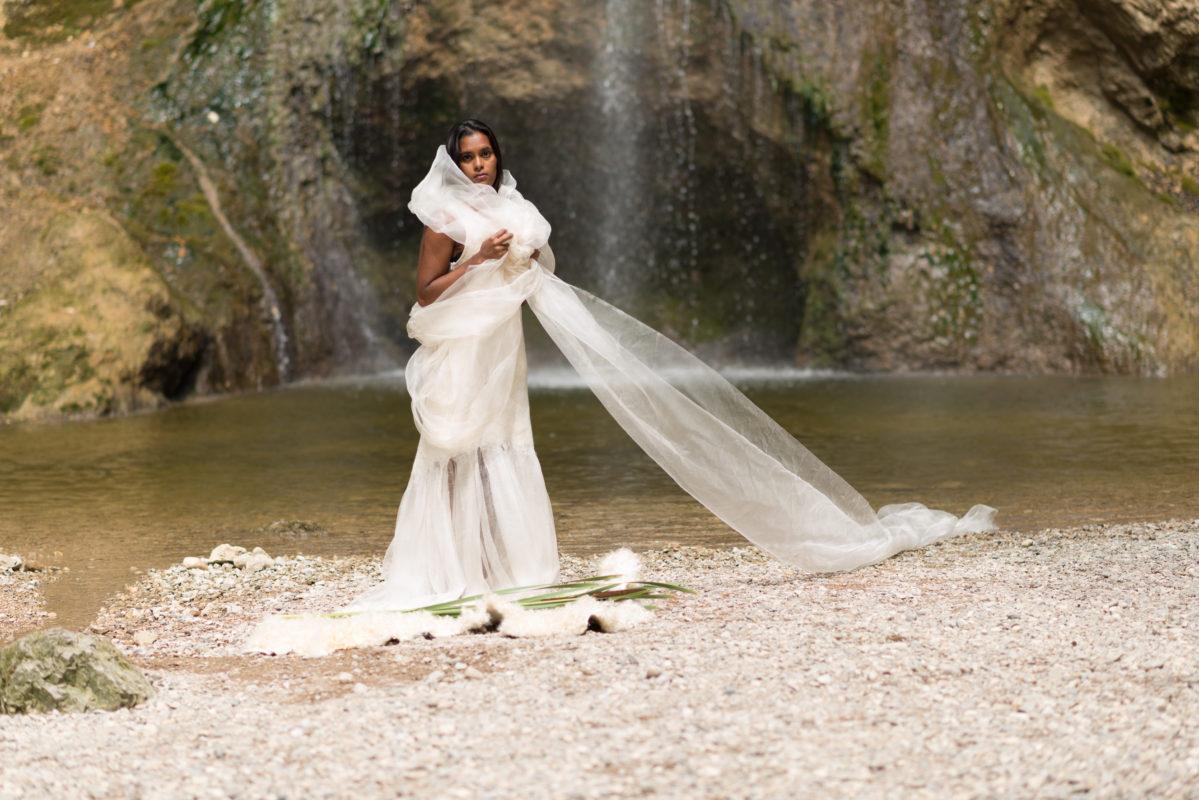 Brautkleid aus Wolle und Seide