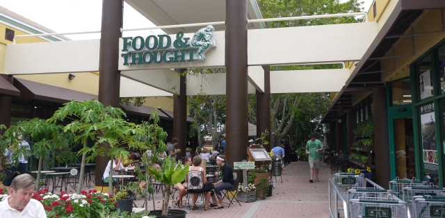Organic food market and cefeteria in Florida